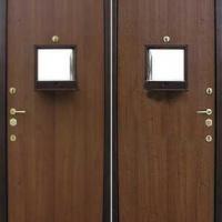 Входная дверь в кассу и оружейную с ламинатом с 2-х сторон