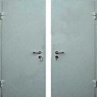 Входная дверь с простым окрасом с 2-х сторон