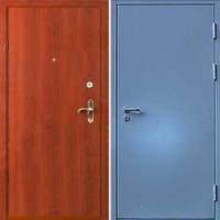 Железная дверь с простым окрасом и ламинатом