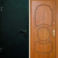 Железная дверь для дачи с простым окрасом и МДФ
