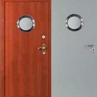Металлическая дверь эконом класса с ламинатом и простым окрасом с зеркалом