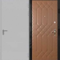Входная дверь эконом класса с обычной окраской и винилискожей с рисунком