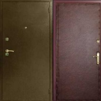 Металлическая дверь с порошковым напылением и гладкой винилискожей