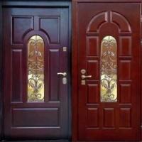 Железная дверь ос стеклом с массивом с 2-х сторон