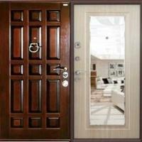 Входная дверь с зеркалом с массивом и мдф