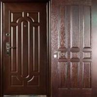 Металлическая уличная дверь с массивом с двух сторон