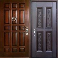 Железная уличная дверь с массивом с обоих сторон