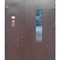 Железная дверь в подъезд с порошковым напылением и стеклом