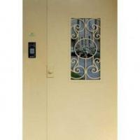 Входная дверь в подъезд с порошковым напылением со стеклом и ковкой с двух сторон
